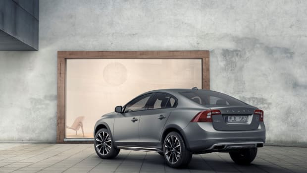 155801_Volvo_S60_Cross_Country.jpg