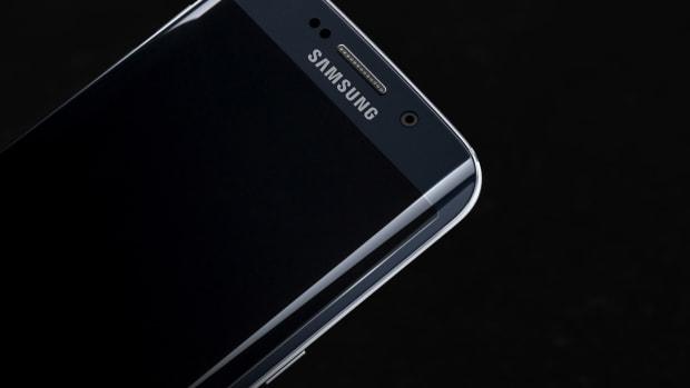 Galaxy_S6_edge_Black_Sapphire_Art_Photo.jpg