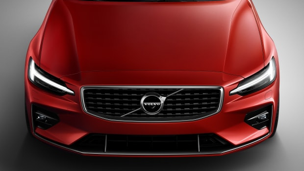 230902_New_Volvo_S60_R-Design_exterior