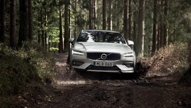 238217_New_Volvo_V60_Cross_Country_exterior