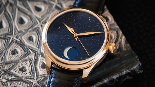 Endeavour Perpetual Moon Concept Aventurine_1801-0402_Lifestyle2