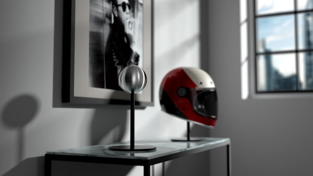 Halley-helmet-stand-04