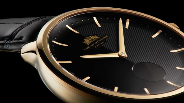 waltz-n.1-gold-dial-black-hero-1