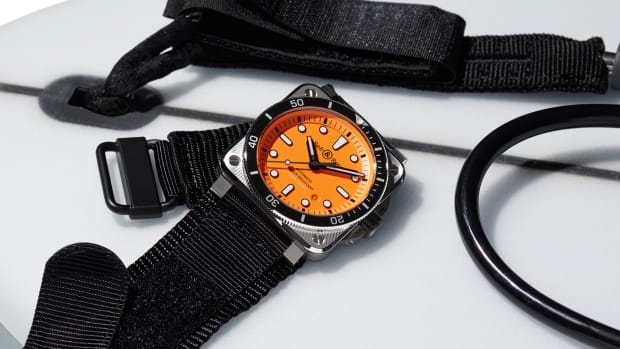 BR0392-DIVER-orange-slider-7-2560x1040