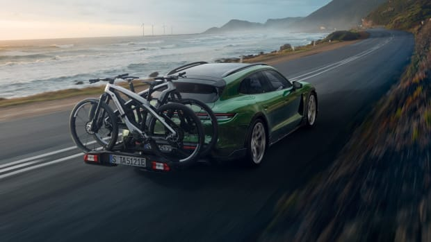 Porsche eBike SPORT_CROSS_Taycan Cross Turismo_rear carrier_on the road