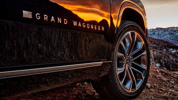 2022-jeep-grand-wagoneer-exterior-badging