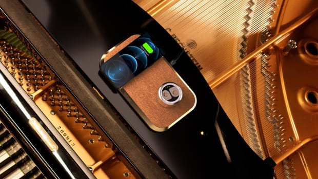 Piano from Top - Gold-Wool iphone screen LouisV HIGHRES