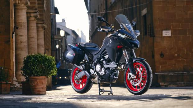 MY22_Ducati_Multistrada_V2S_Grey_DYN _98__UC338697_Mid copy