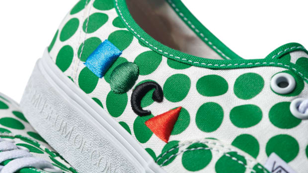 HO21_VN0A5KRD8CY_UAAuthentic_MOCA-Logo-Green_Macro 1