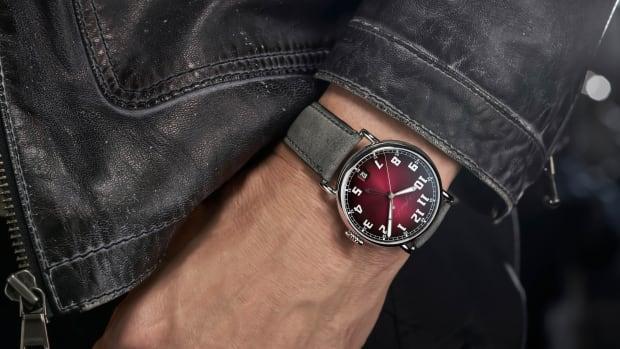 HMoser_8809-1200_Heritage_Dual_Time_Wristshot_Black_Jacket_pressA4