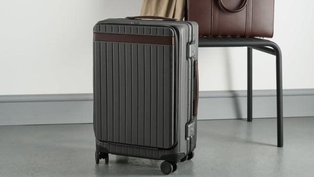 lifestyle-pocket-carry-on-suitcase-chocolate-1