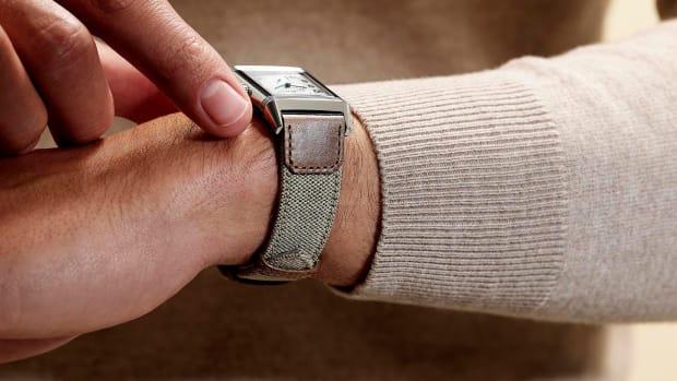 2021-reverso-fagliano-strap-sandy-beige-wristshot