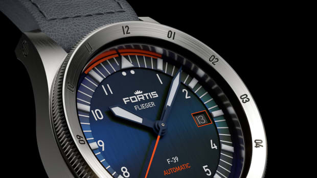F4220011_Flieger-F-39_Automatic_Midnight-Blue-on-Indigo-Aviator-Strap_Non_Crown_Side-scaled