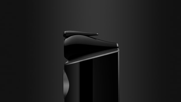 Low--801 D4 Gloss Black Side Profile Beauty - extended background