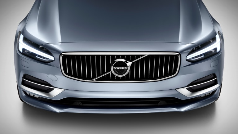 Volvo sets aims at the best from Mercedes and BMW with their 2017 S90 Sedan