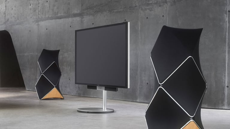 Bang & Olufsen flaunts their Hi-Fi Prowess with the Beolab 90