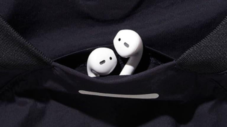 alk phenix's Orbit Piste is a performance shirt for wireless headphone users