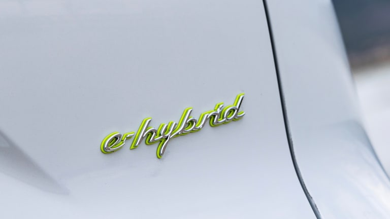 Porsche boosts the capacity of its Cayenne E-Hybrid batteries