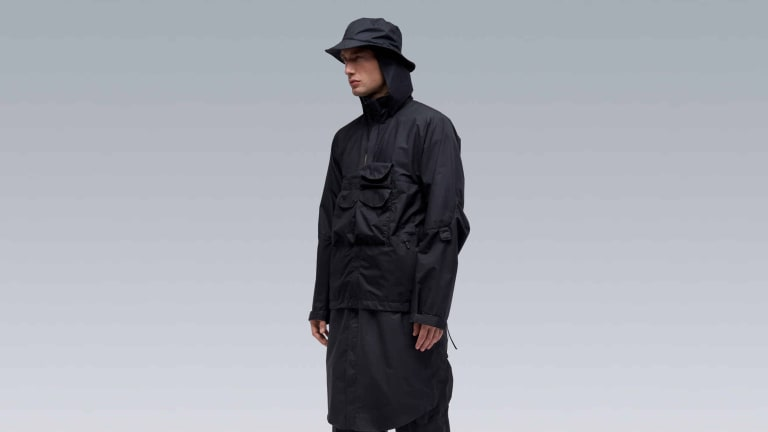 Acronym updates the J28 in Gore-Tex Infinium Windstopper for spring