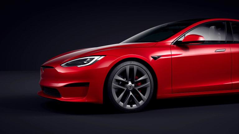 Tesla begins deliveries of the Model S Plaid
