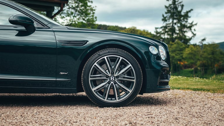 Bentley adds the Flying Spur to its hybrid lineup