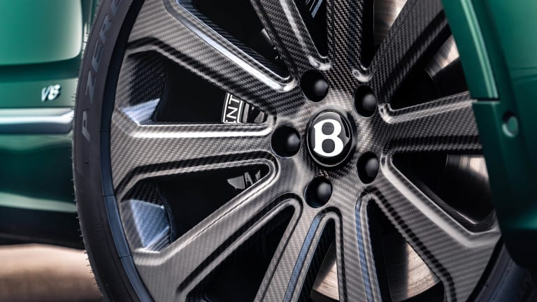 """Benltey's Mulliner division debuts a 22"""" wheel made entirely out of carbon fiber"""