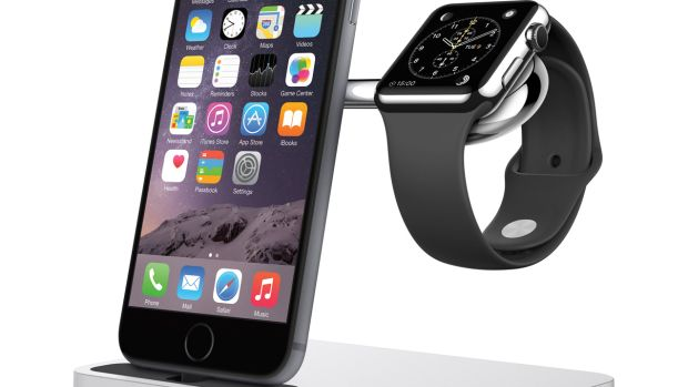 F8J183_Charge_Dock_iPhone_AppleWatch(3).jpg