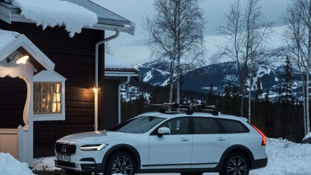 volvo-v90-cross-country-the-all-road-all-weather-premium-estate-outside-the-volvo-get-away-lodge-9-HR copy