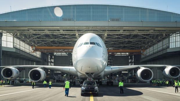 Porsche Cayenne towing A380