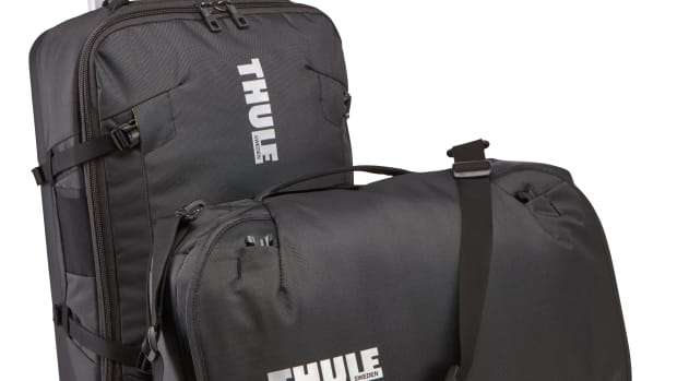Thule_Subterra_Luggage_55cm22in_Feature_01_3203449_3203450.jpg