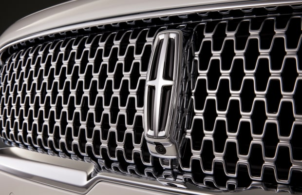 Lincoln brings back its flagship luxury sedan with the 2017 Continental