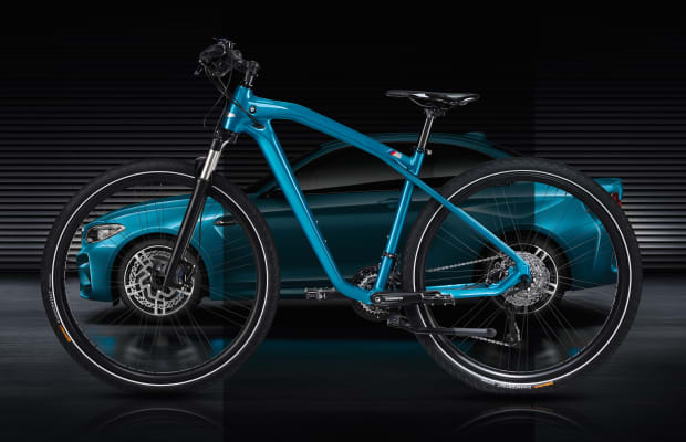 BMW commemorates the launch of the M2 with a matching limited edition bicycle