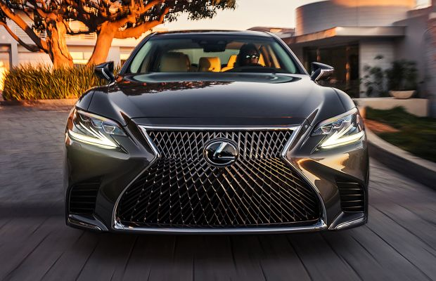 Lexus unveils the 2018 LS 500
