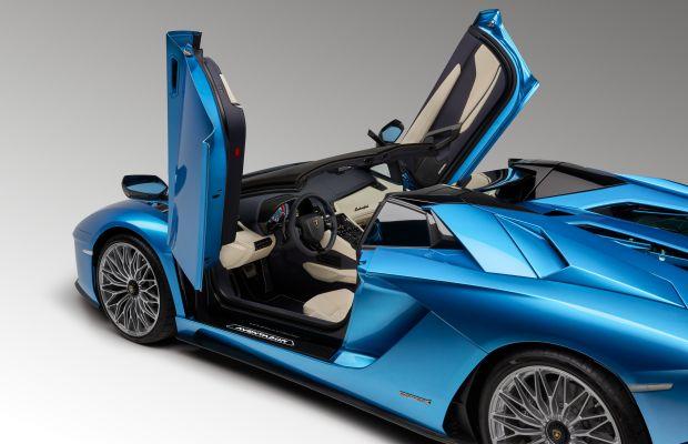 Lamborghini debuts the roadster version of its Aventador S