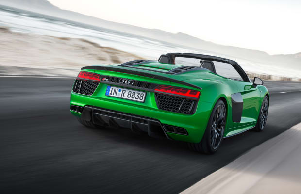 Audi completes the current-gen R8 line with the Spyder V10 Plus