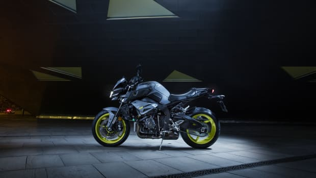 2016-Yamaha-MT-10-EU-Night-Fluo-Static-004.jpg