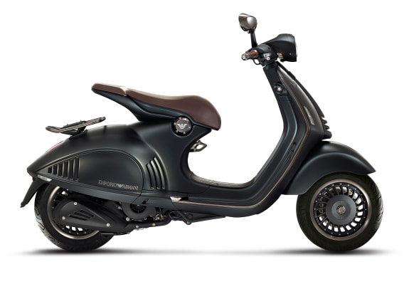 EA VESPA 946_right side2.jpg