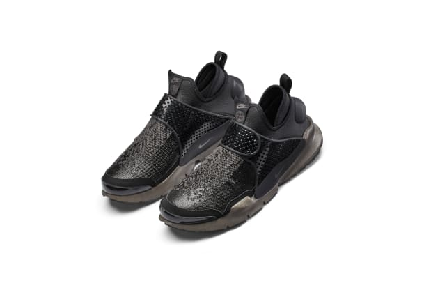 The_NikeLab_x_Stone_Island_Sock_Dart_Mid_2_65411