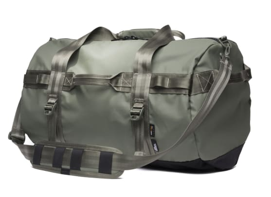 stormproof-travel-duffel-olive-quarter-2