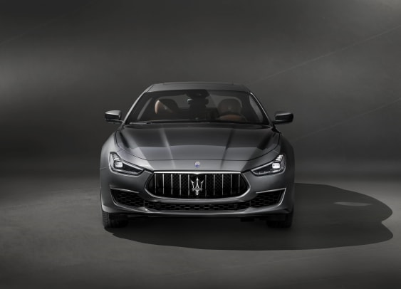 13240-MaseratisvelaleprimeimmaginidellanuovaGhibliGranLusso