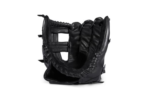 Black_Leather_Baseball_Glove_01.jpg