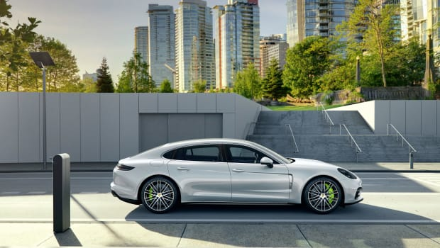 high_panamera_4_e_hybrid_executive_2016_porsche_ag (1).jpg