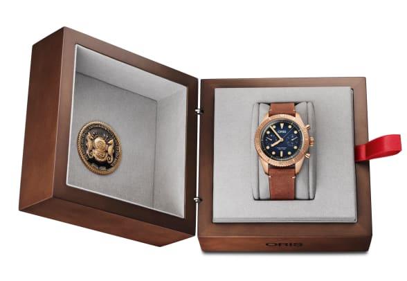 01 771 7744 3185-Set LS - Oris Carl Brashear Chronograph Limited Edition_HighRes_7926
