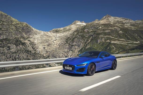 Jag_F-TYPE_R_21MY_Velocity_Blue_Reveal_Switzerland_02.12.19_05
