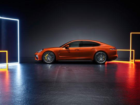 2021_Porsche_Panamera_04