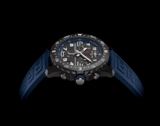 15_endurance-pro-with-a-blue-inner-bezel-and-rubber-strap-1