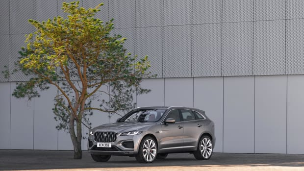 Jag_F-PACE_21MY_Location_Static_10_Front_3qtr_150920
