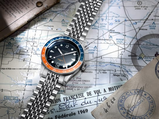 Aquascaphe_GMT_Lifestyle_01_Orange_v2