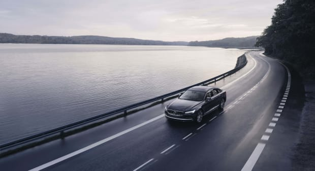 262602_The_refreshed_Volvo_S90_Recharge_T8_plug-in_hybrid_in_Platinum_Grey