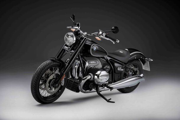 P90386413_highRes_the-bmw-r-18-first-e
